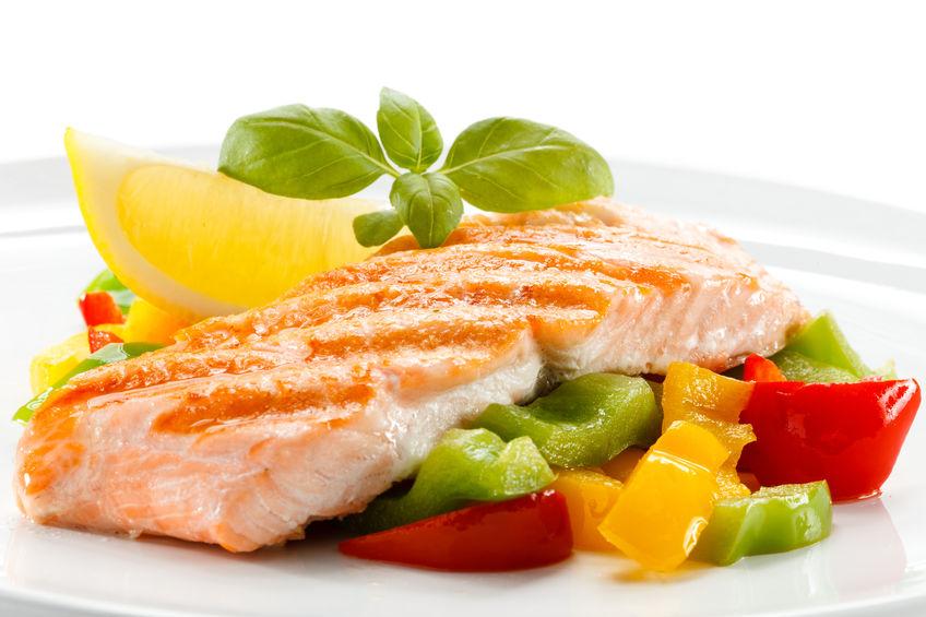 Pranzetti sfiziosi: salmone al tè verde con verdure